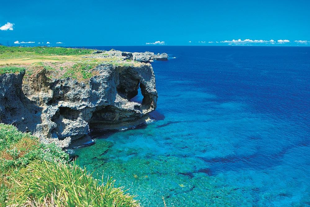 万座毛 | 沖縄県恩納村 | 青と緑が織りなす活気あふれる恩納村